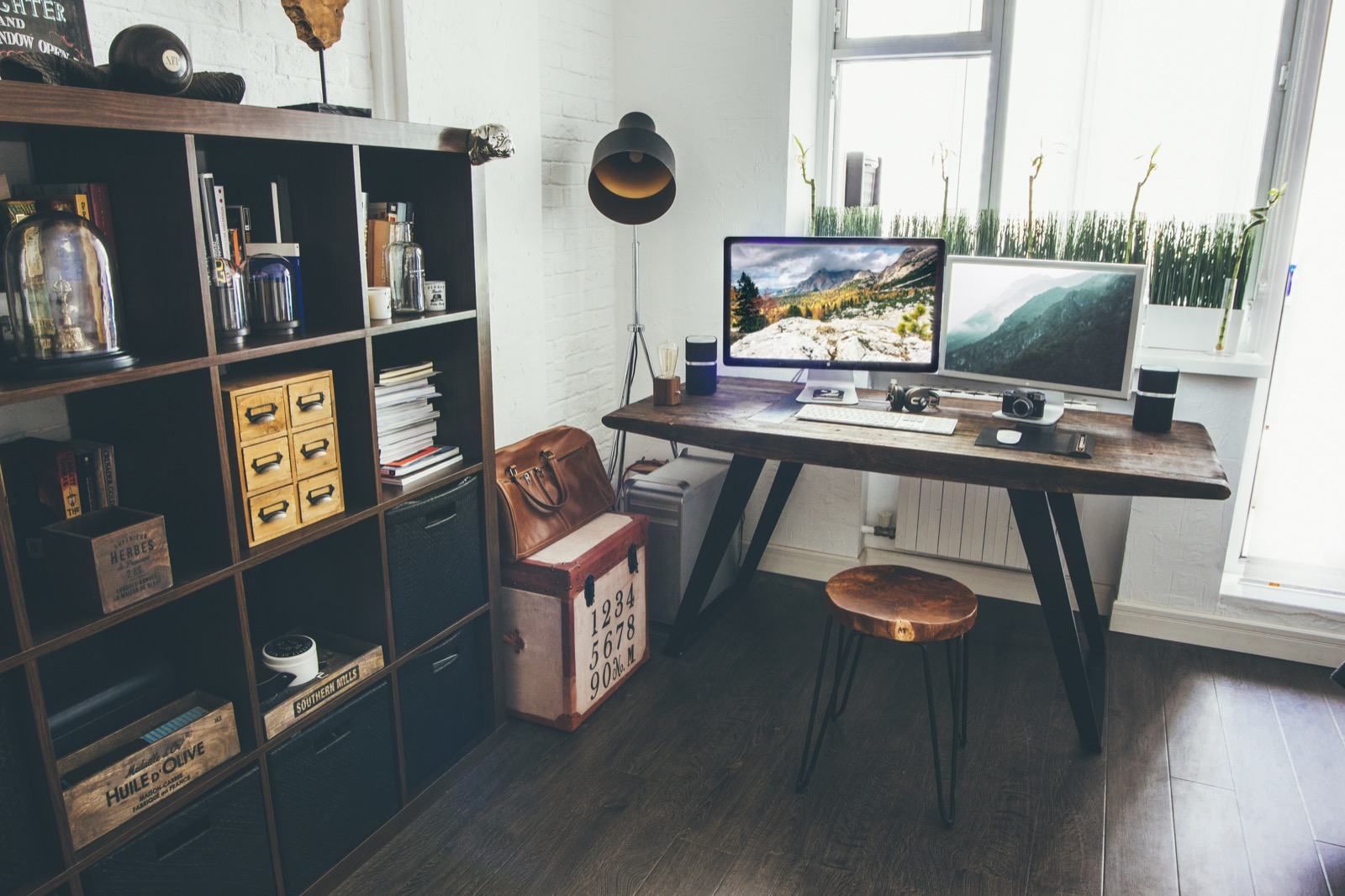 vadim sherbakov 39 s desk desk hunt. Black Bedroom Furniture Sets. Home Design Ideas